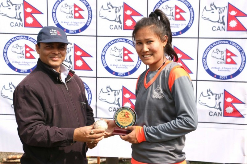 Rubina Chhetri of Nepal APF Club receiving the player of the match award from guest Mr. Vinay Kumar Jha (Tournament Match Referee)
